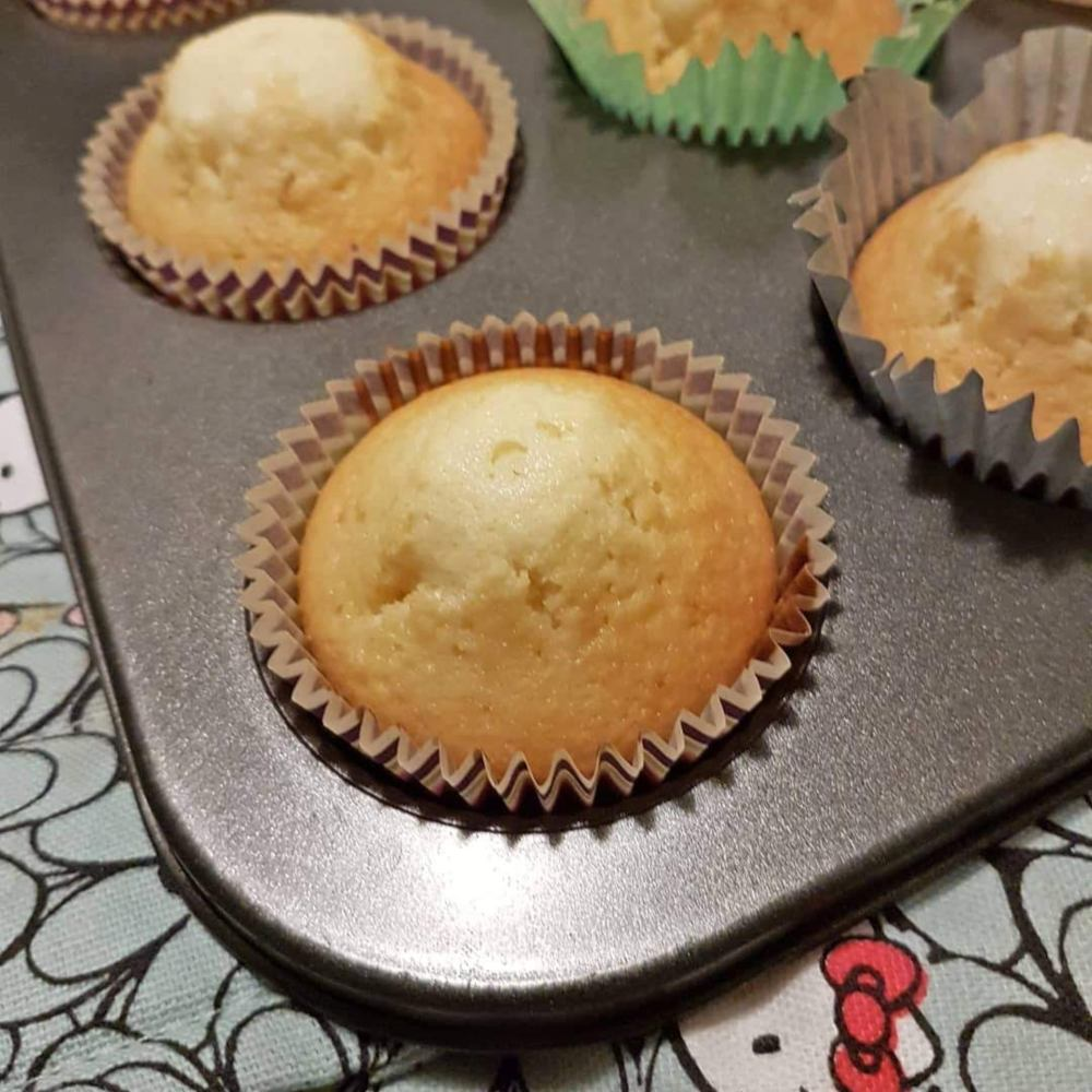 Helen J Holmberg bakar muffins med citronolja
