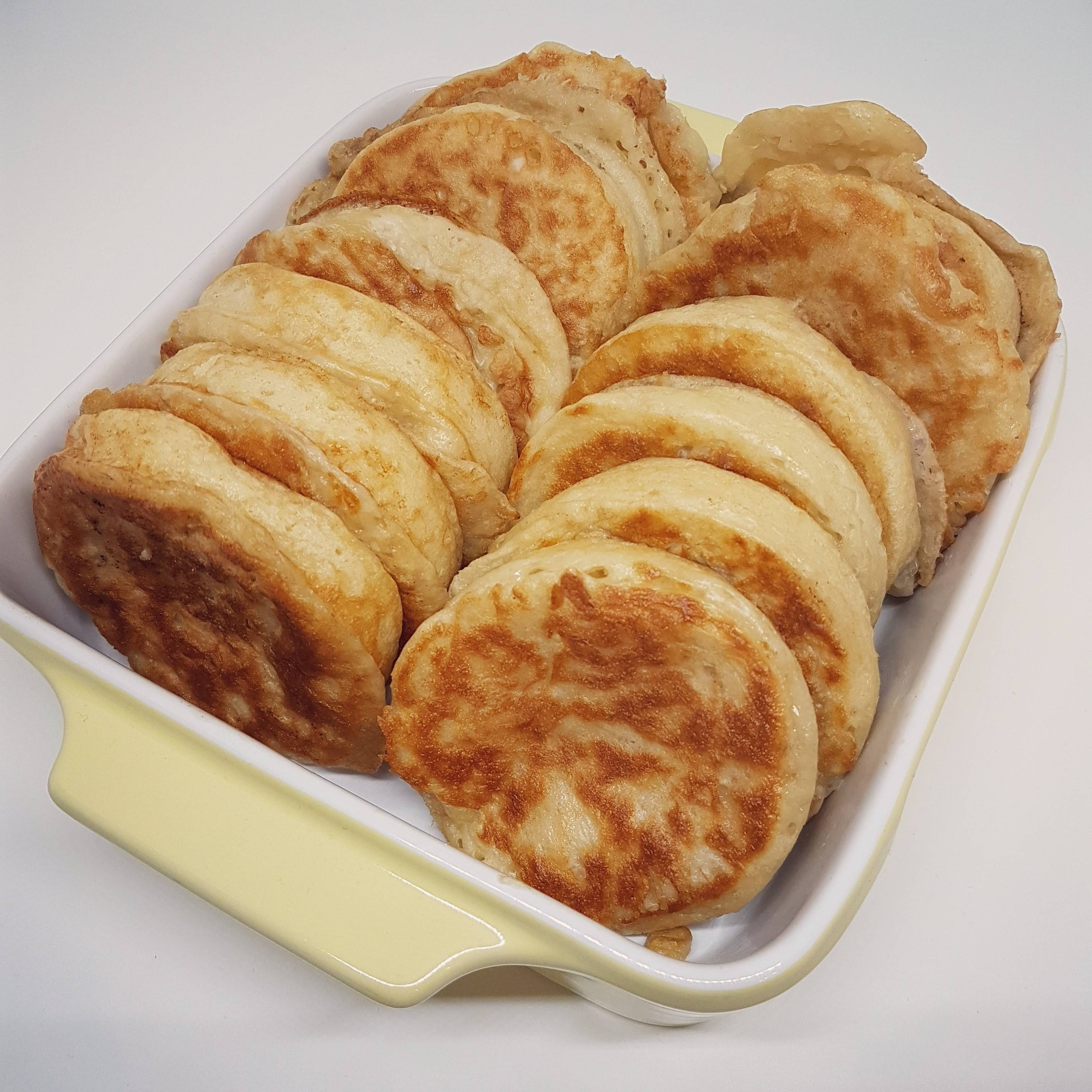 Helen J Holmberg - recept på engelska crumpets, ett mellanting på pannkaka och scones