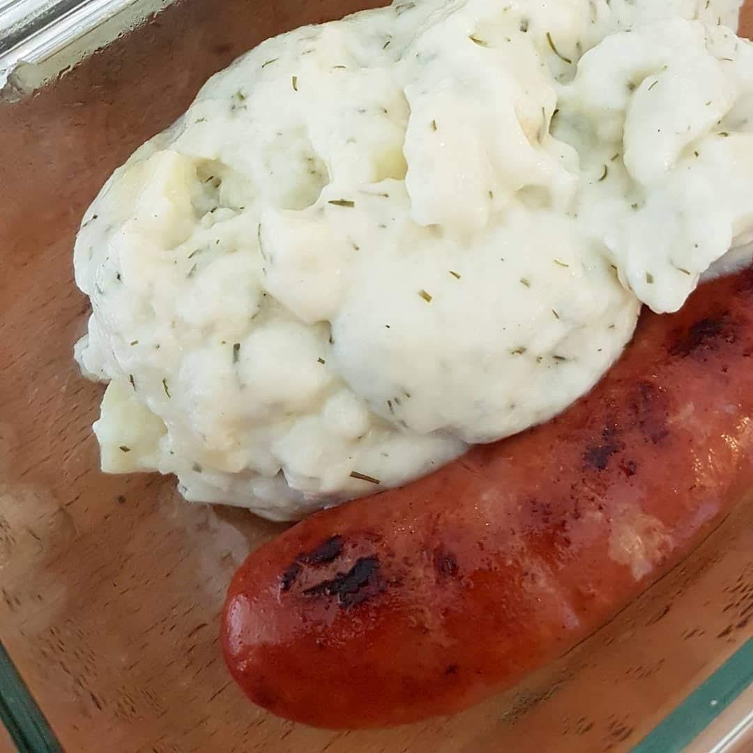 Helen J Holmberg - lagar billiga luncher med ät snart matvaror från butiken, korv med dillstuvad potatis
